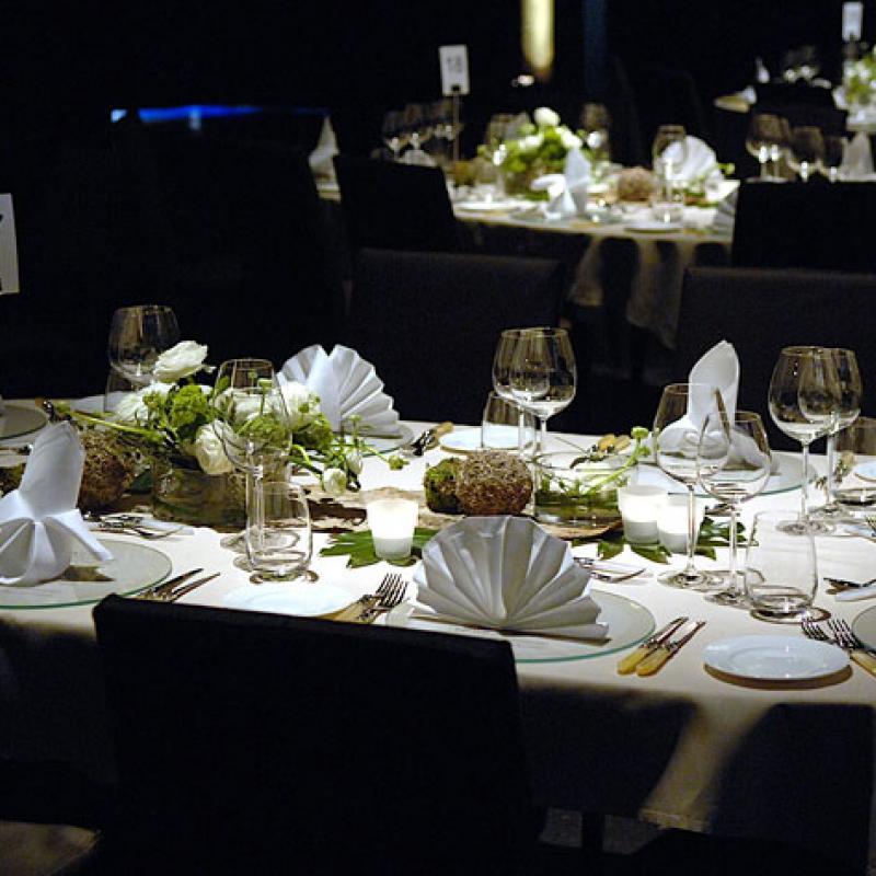 Tischform mal ganz anders - oval!  | Messerich Catering