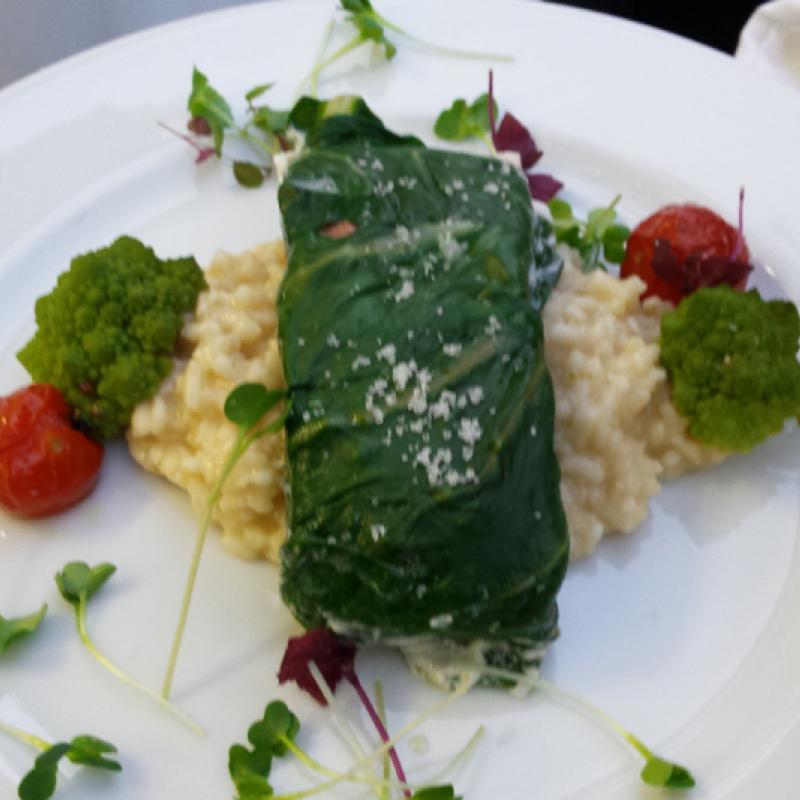Lachsfilet im Mangoldmantel auf Limettenrisotto, geschmorte Kirschtomaten | Messerich Catering