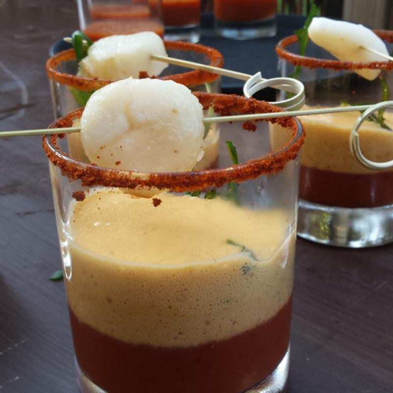 Geeistes Tomatensüppchen mit Hummerschaum und Jakobsmuschel  | Messerich Catering