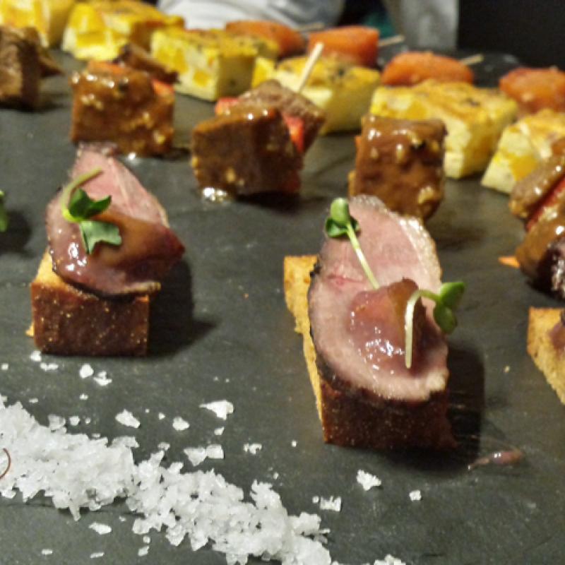 Geräucherte Entenbrust auf Honigbrot mit Feigenchutney | Messerich Catering