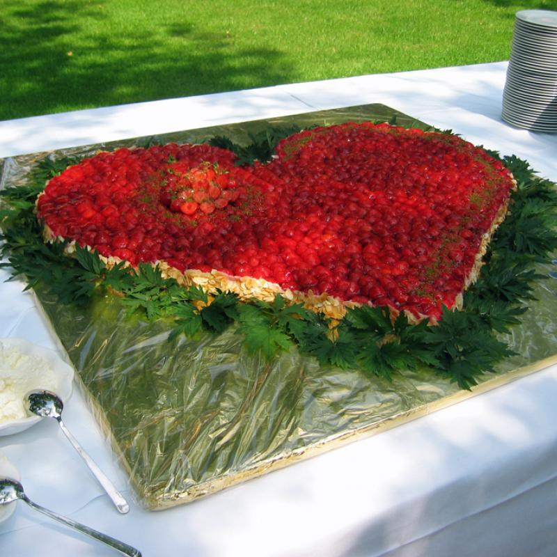 Unser sehr beliebtes Erdbeerherz | Messerich Catering