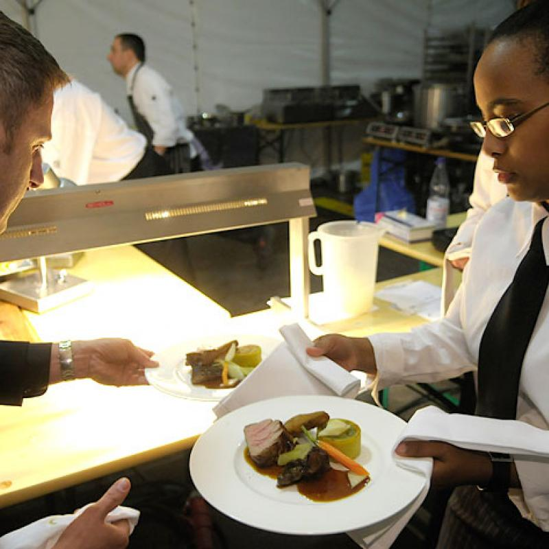 Angerichtete Hauptgangspeise nach dem letzten Check  | Messerich Catering