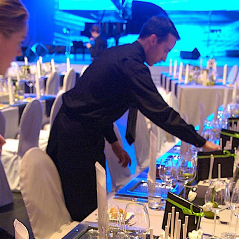 Unsere Servicekräfte - fachlich versiert und sehr charmant!  | Messerich Catering